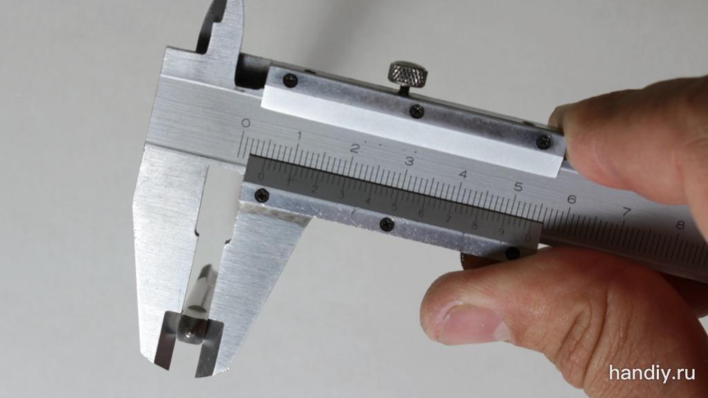 Фотография Измерение стороны квадрата хвостовика метчика 5 мм