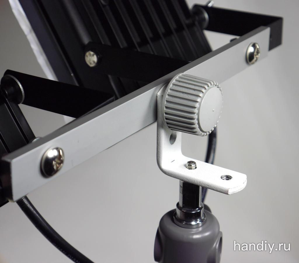 """Фото Стальной уголок для крепления видео-света (прожекторов) видео-оборудования аксессуаров к штативу или стойка для света (вспышки) с нарезанной внутренней резьбой 1/4""""-20"""