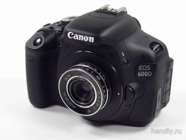 Фото фотография Canon egos 600d с установленным объективом Индустар-69