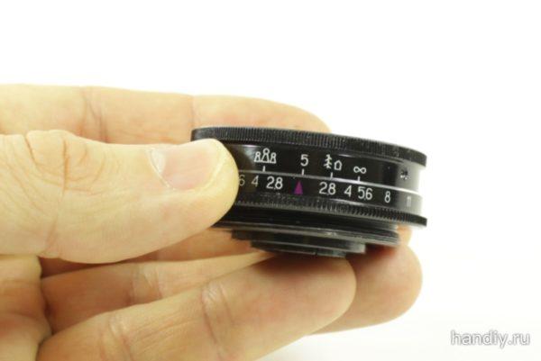 Фото фотография объектив И-69 Индустар 69 в руке